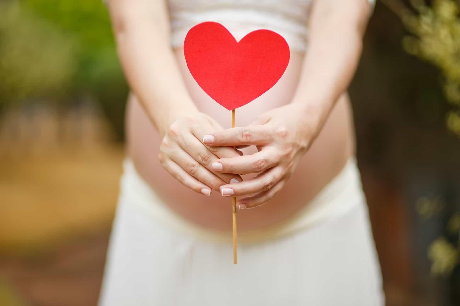 Titelbild Checkliste - PILATES in und nach der Schwangerschaft