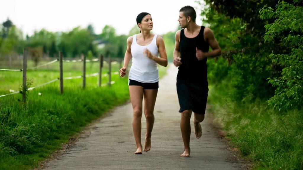 Barfuß Laufen und Joggen