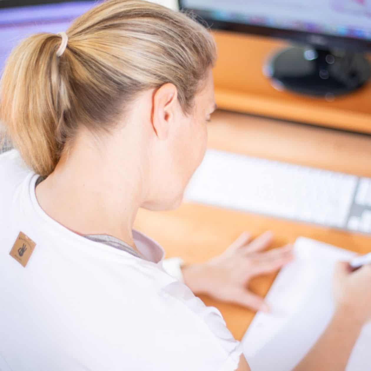 Nackenschmerzen im Büro